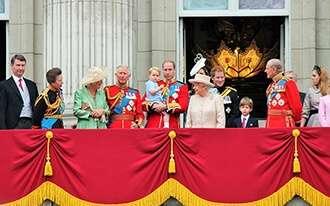 בעקבות משפחת המלוכה: מסע מלכותי מרתק