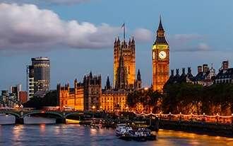 טיול בעקבות בית המלוכה הבריטי