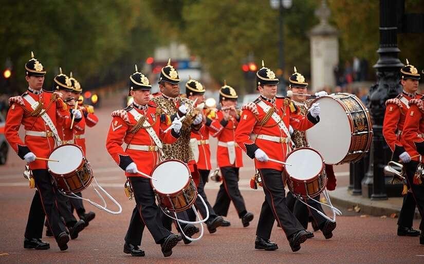 החלפת משמר המלכה - ארמון בקינגהאם