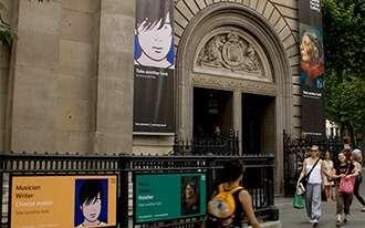 גלריית הדיוקנאות הלאומית  - The National Portrait Gallery