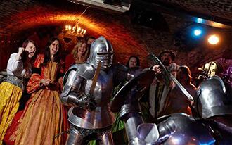 המשתה של ימי הביניים - The Medieval Banquet